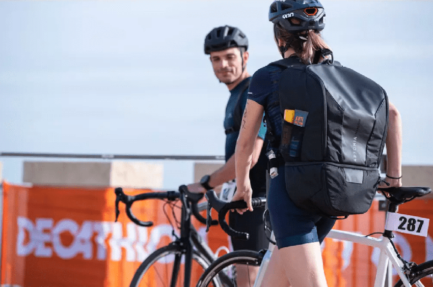 triathletes avec sac de transition Aptonia