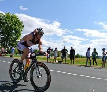 Vélo triathlon pas cher : promotion et soldes pour économiser
