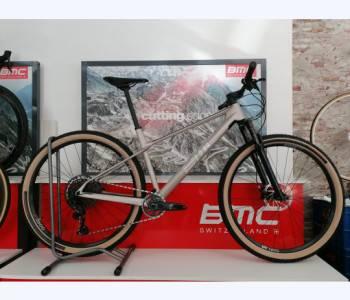 2022 BMC Twostroke 01 THREE
